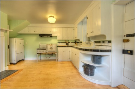 The 1930s Westinghouse stove and ice chest are the highlights of Lockhouse 10's kitchen.