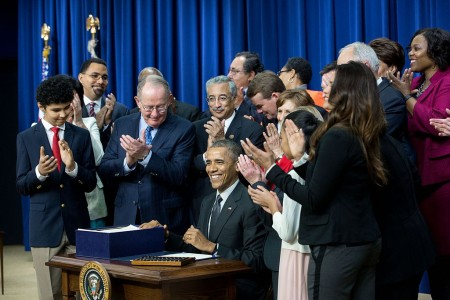 President_Barack_Obama_signs_Every_Student_Succeeds_Act_(ESSA)